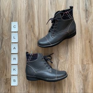 CLARKS Whistle Bea Ankle Boots Gray Leather 6.5